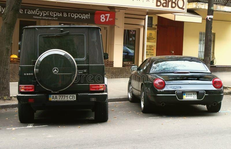 2 Oktober, 2010, Kiev, Ukraina; Ford Thunderbird 2003; Gammal cabriolet arkivfoto