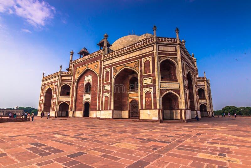 Oktober 29, 2014: Sidosikt av gravvalvet för Humayun ` s i New Delhi, fotografering för bildbyråer