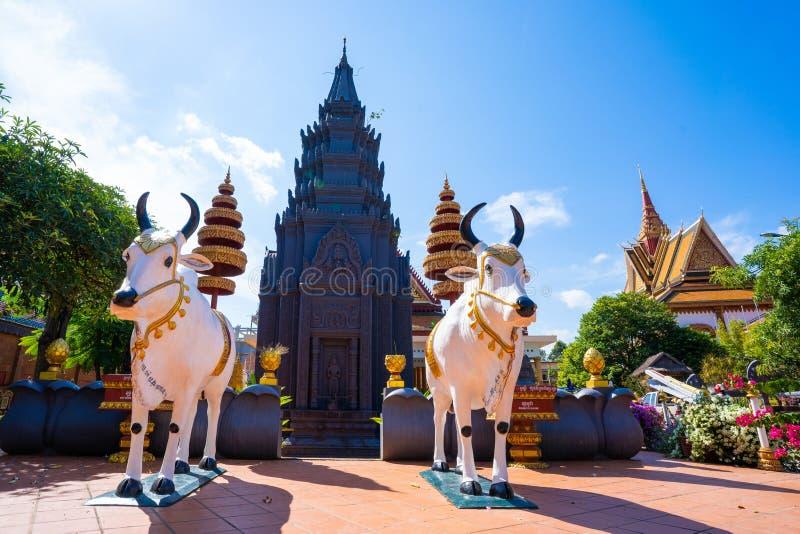 26 Oktober 2018-Siem oogst:: beeldhouwwerk in Wat Preah Prom Rath stock fotografie