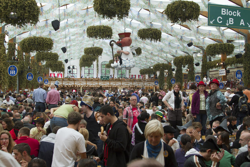 Oktoberfest 2010 em Munich imagens de stock royalty free