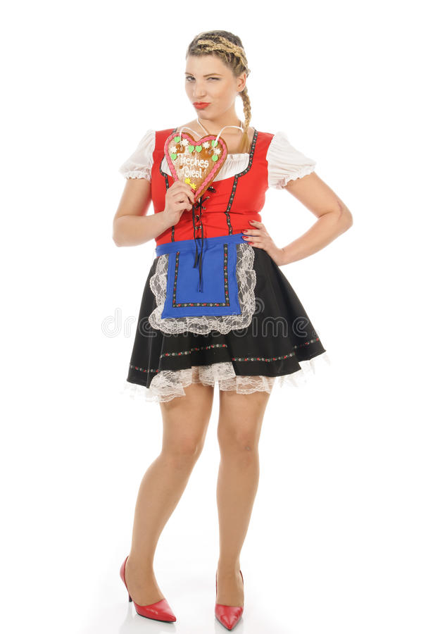 Oktoberfest, blonde junge Frau, die Lebkuchenherz hält lizenzfreie stockbilder
