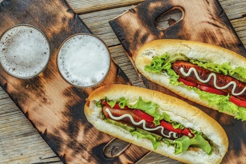 Oktoberfest, cerveja, hotdogs, vista superior, alimento da rua imagens de stock royalty free