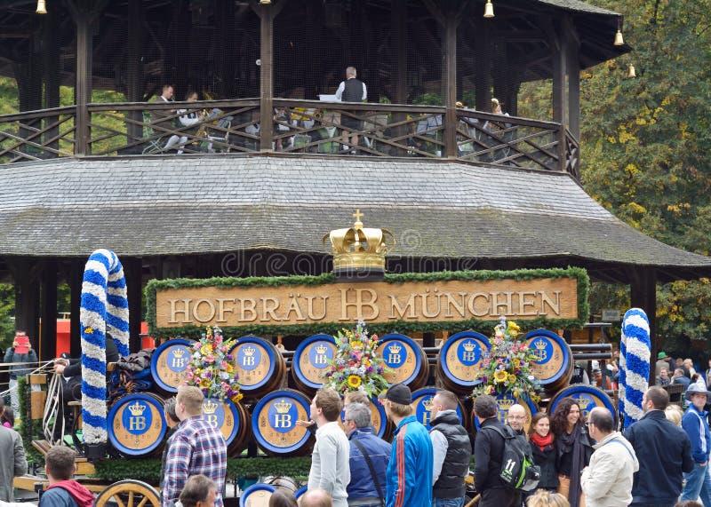 Oktoberfest in de Engelse Tuin stock foto
