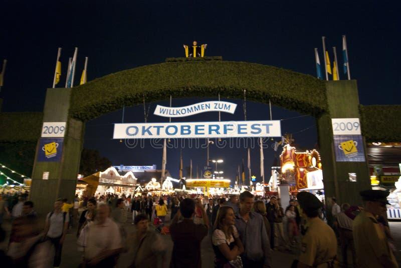 Oktoberfest Haupteingang lizenzfreie stockbilder