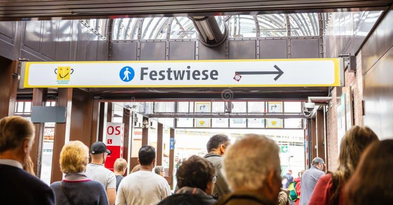 Oktoberfest, Munich l'allemagne Entrée au champ de foire, signe instructif images stock