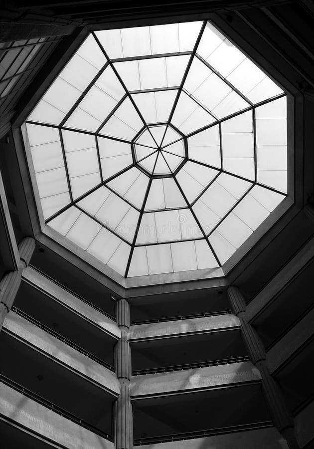 Download Oktogontakfönster fotografering för bildbyråer. Bild av takfönster - 979583