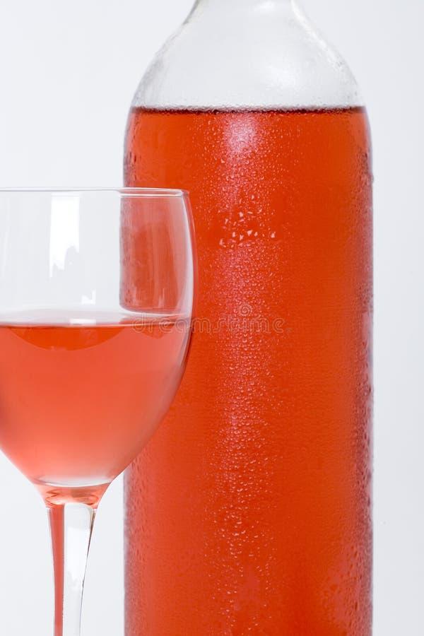 okulary czerwonym następną butelkę wina rose obrazy stock