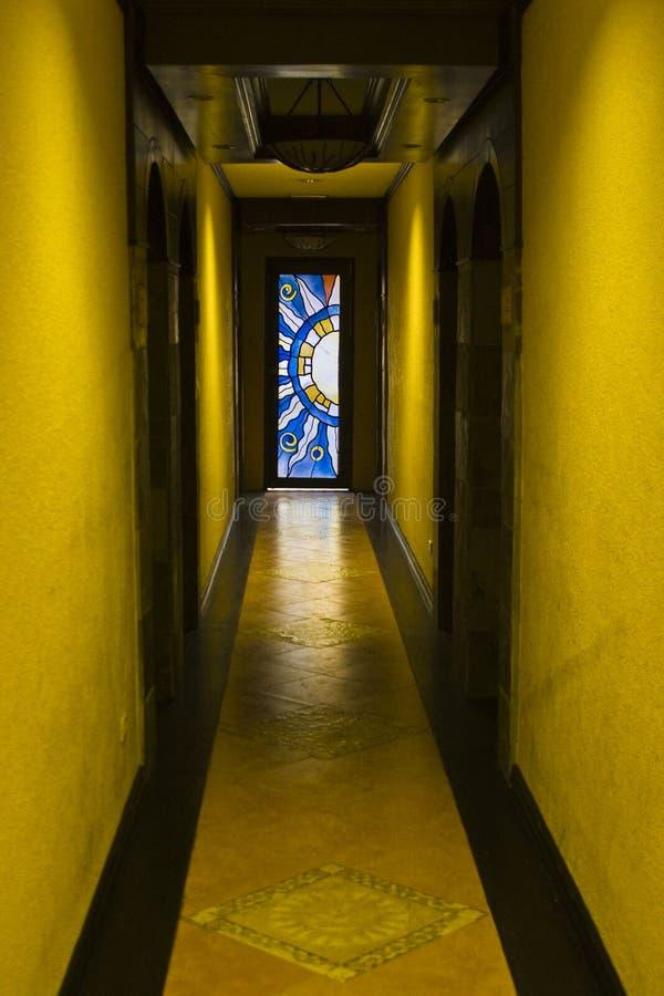 okulary drzwi oznaczony przez okno obraz royalty free