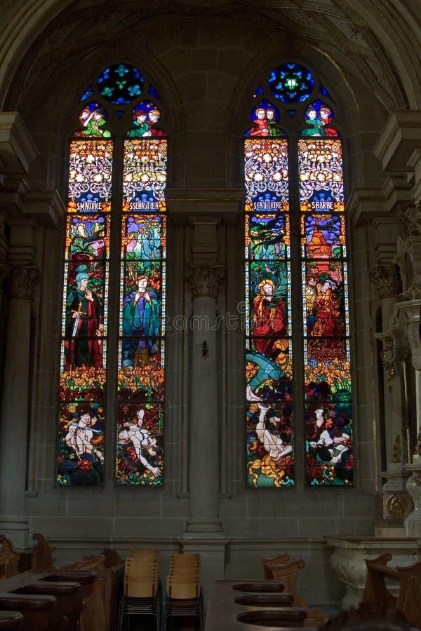 okulary pobrudzeni okno kościoła. zdjęcia royalty free