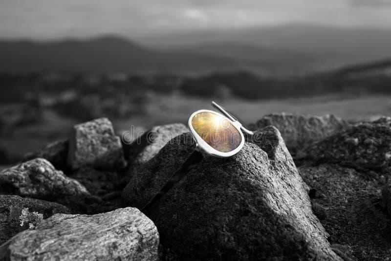 Okulary przeciwsłoneczni konceptualny tło fotografia royalty free