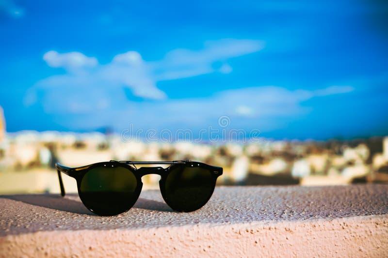Okulary przeciwsłoneczni na dachach Malta obrazy royalty free