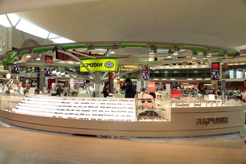 Okulary przeciwsłoneczni przechują w terminal Ben Gurion lotnisko międzynarodowe obraz royalty free