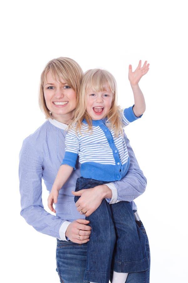 Olá! de ondulação da mamã de sorriso feliz e da criança foto de stock royalty free