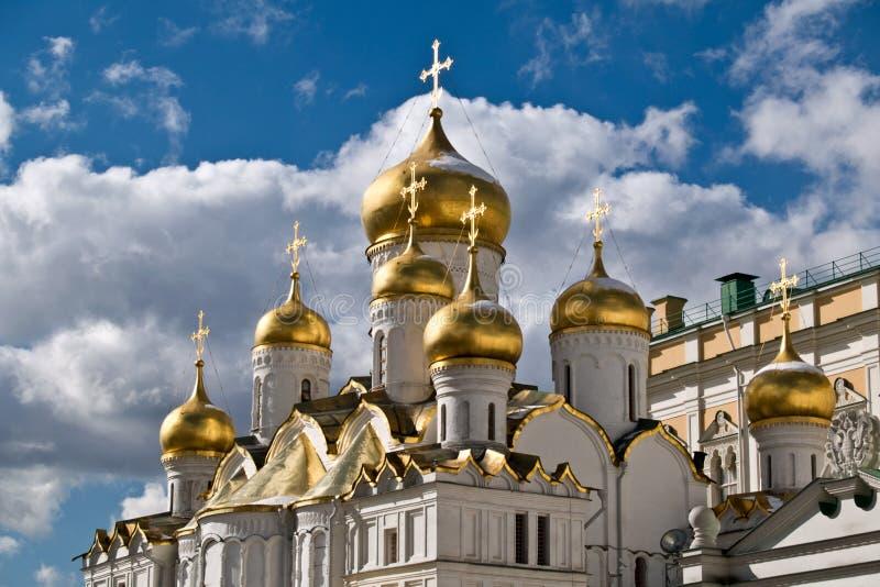 Olśniewające kopuły Annunciation nad niebami w Moskwa Kremlin zdjęcia royalty free