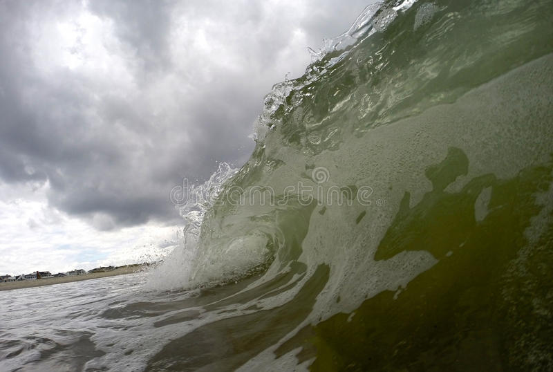 Ola oceánica durante una tormenta fotografía de archivo