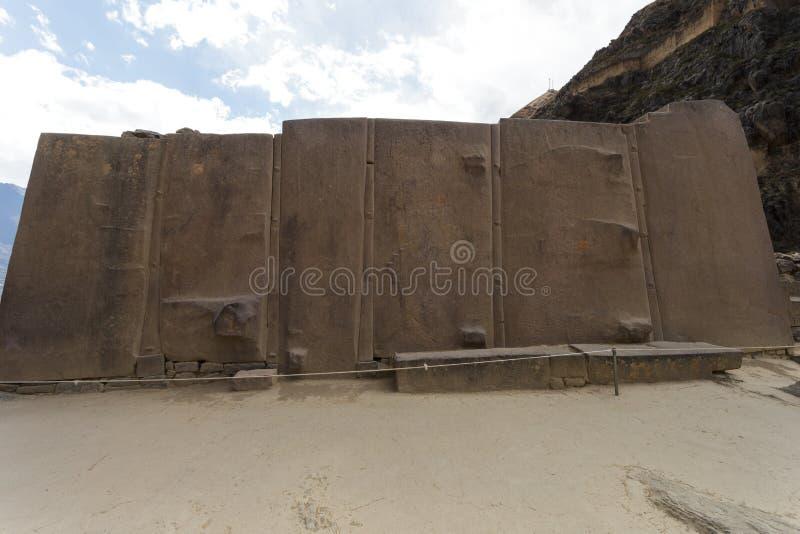 Olantaytamboo, Muur van de Zes Monolieten, Inca, Peru stock foto's