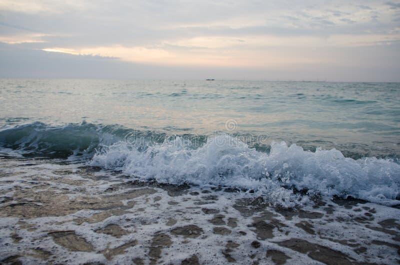 Olas marinas en el Mar Negro fotos de archivo