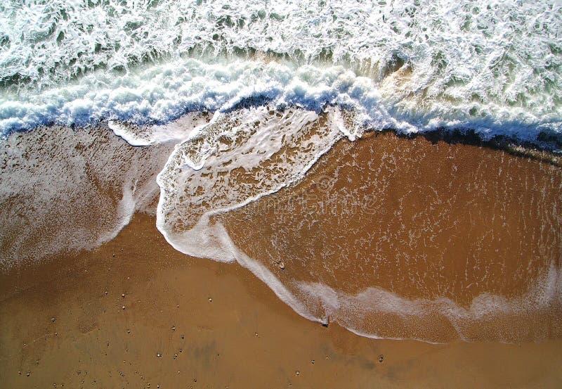 Olas oceánicas desde arriba fotos de archivo libres de regalías