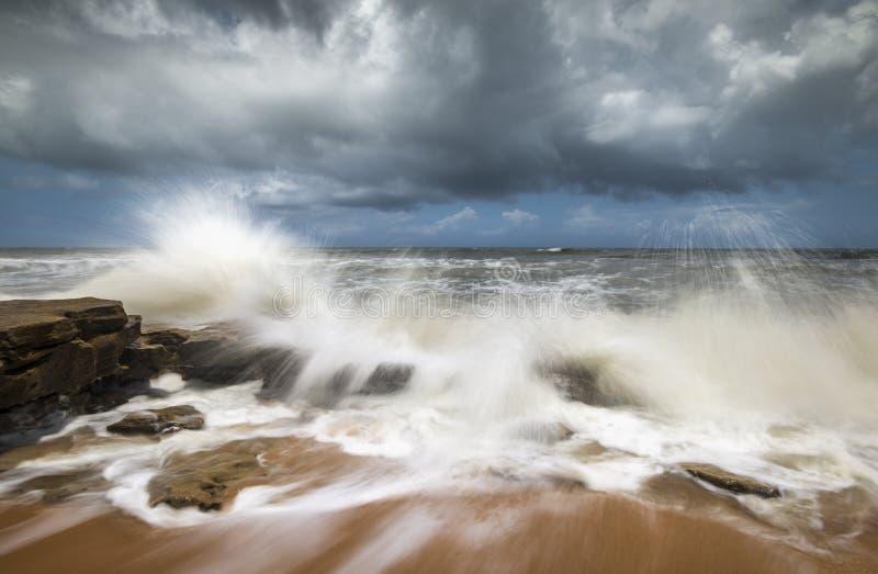 Olas oceánicas que se estrellan del paisaje marino de la playa de St Augustine FL foto de archivo libre de regalías