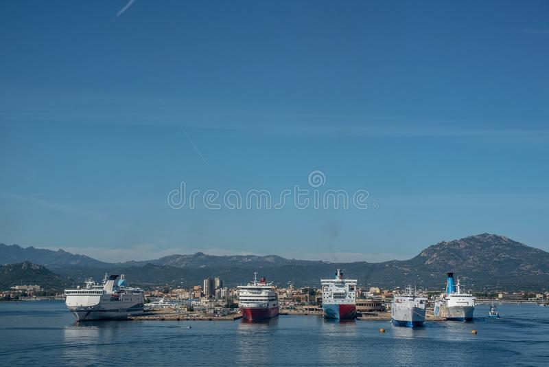 OLBIA, λιμάνι νησιών ουρανού πορθμείων της ΙΤΑΛΊΑΣ στοκ φωτογραφίες με δικαίωμα ελεύθερης χρήσης