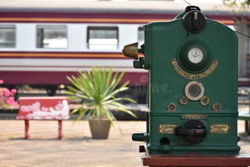 Oldâ€-‹green†‹token†‹Maschine für den Bahntransport stockfotografie