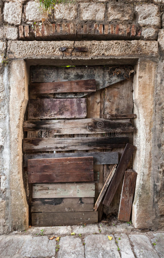 Free Old Boarded Up Door Texture Stock Images - 33495444