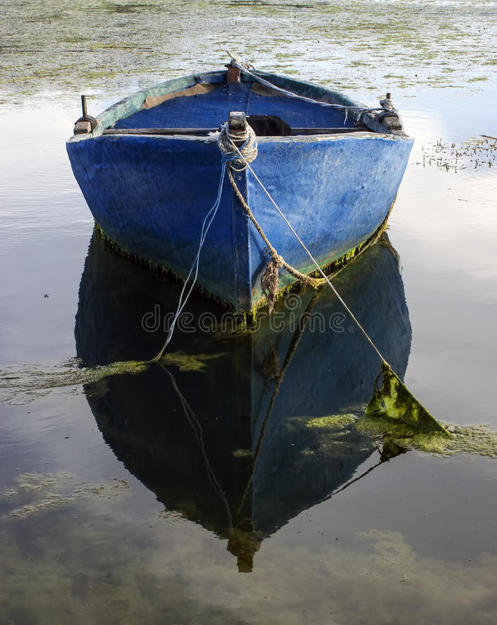 Free Old Boat And Reflexion Royalty Free Stock Photo - 29933515