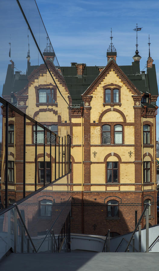 Free Old Building Reflected In Modern Windows Royalty Free Stock Photo - 51677345