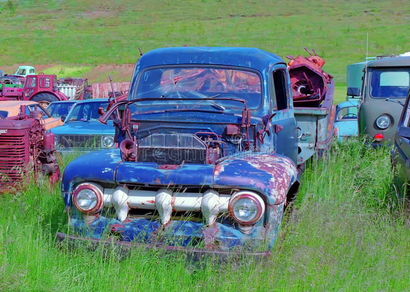 Download Old cars dump stock image. Image of summer, steel, grass - 23361053