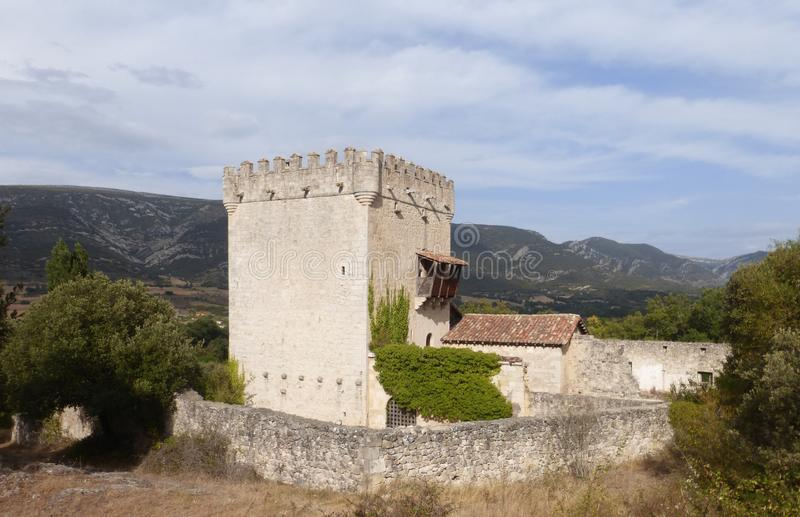 OLD DEFENSIVE TOWER IN QUINTANA DE VALDIVIELSO, BURGOS. OLD CASTLE IN QUINTANA DE VALDIVIELSO, BURGOS, SPAIN royalty free stock images