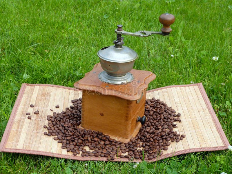 Download Old Coffee Grinder And Coffee Beans Stock Image - Image: 32267711