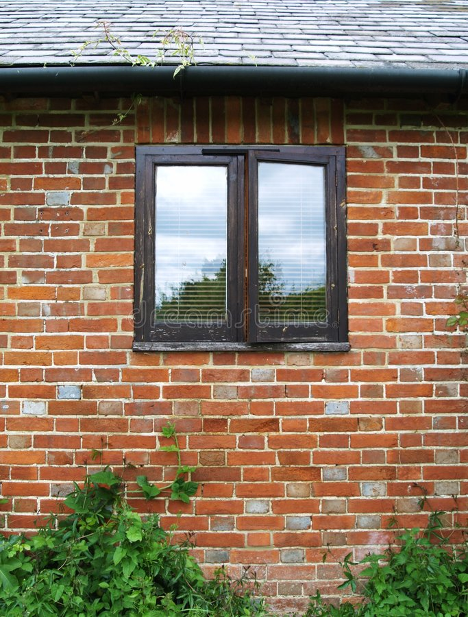 Free Old Cottage Window Royalty Free Stock Images - 5296549