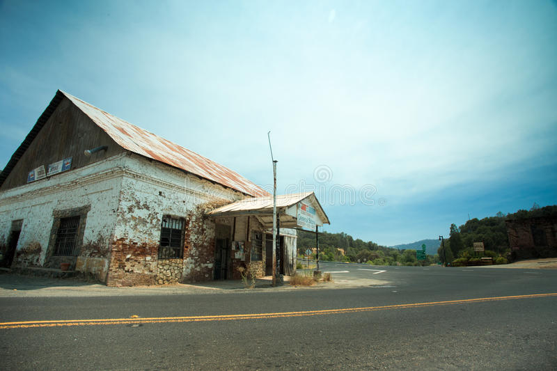 Old Coulterville CA Store. COULTERVILLE, CA - AUGUST 2, 2016: View of old abandoned General Store in historic Coulterville CA royalty free stock photos