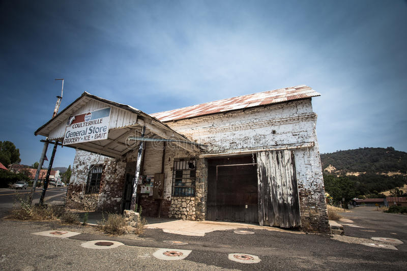 Old Coulterville CA Store. COULTERVILLE, CA - AUGUST 2, 2016: View of old abandoned General Store in historic Coulterville CA royalty free stock photography