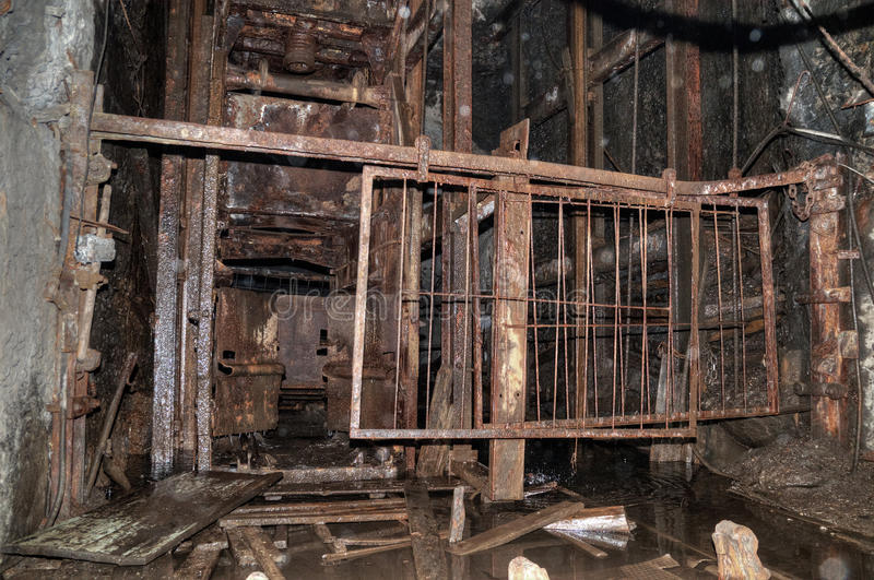 Download The Old Elevator In The Coal Mine Royalty Free Stock Images - Image: 22179299