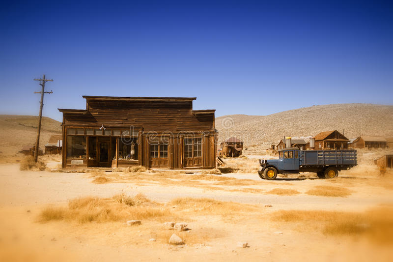 Download Old Farmhouse And Truck In The Desert Of California Stock Image