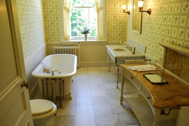Old Fashioned Bathroom stock photography