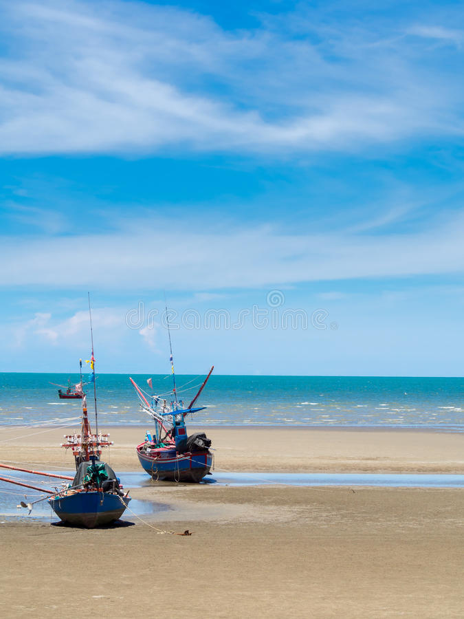 Free Old Fishing Boat Stranded On A Beach In Sunny Day, Thailand Royalty Free Stock Images - 46920499
