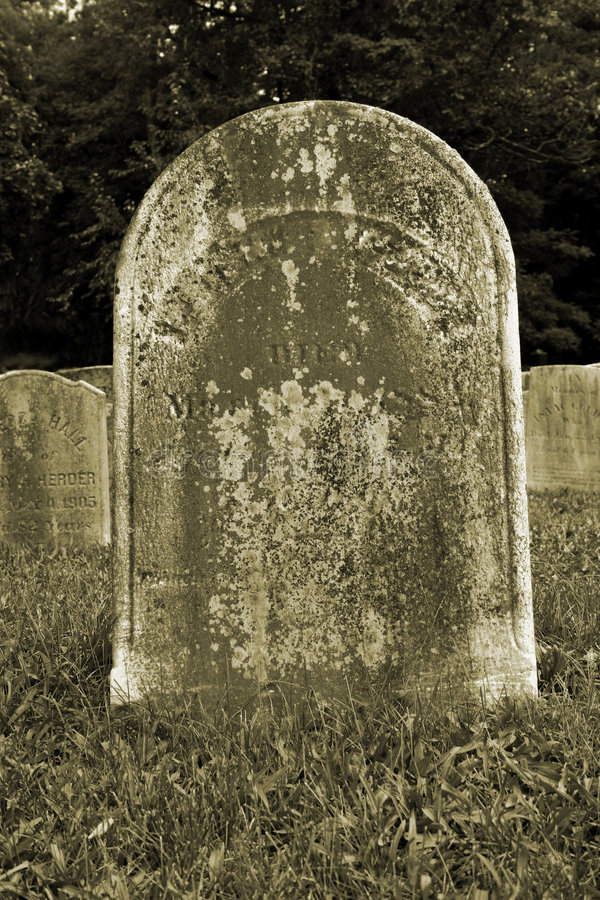 Free Old Gravestone Royalty Free Stock Image - 3288336