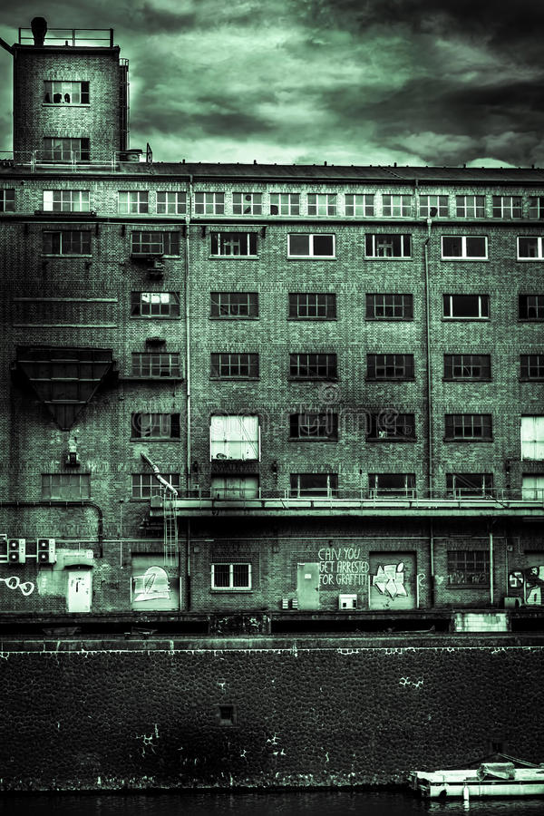 Free Old Industrial Apartment Near Lake Royalty Free Stock Images - 64378249