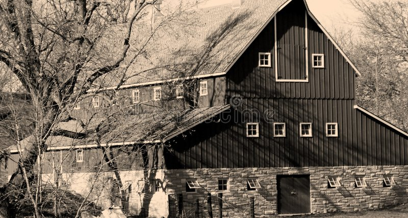 Download Old Iowa Barn stock photo. Image of historic, agribusiness - 41438