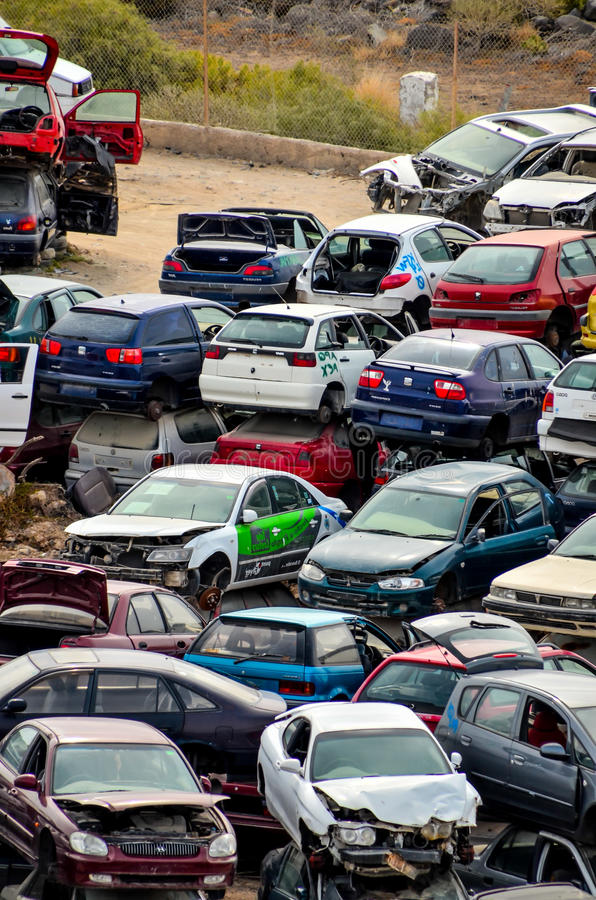 Old Junk Cars On Junkyard editorial photo. Image of scrap - 54574931