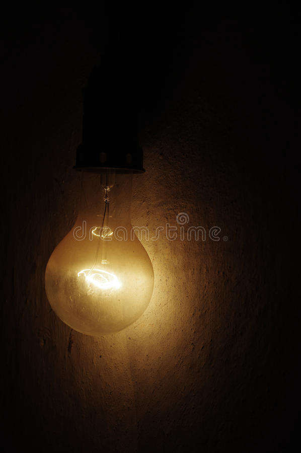Free Old Light Bulb Large 2 Royalty Free Stock Images - 46111969