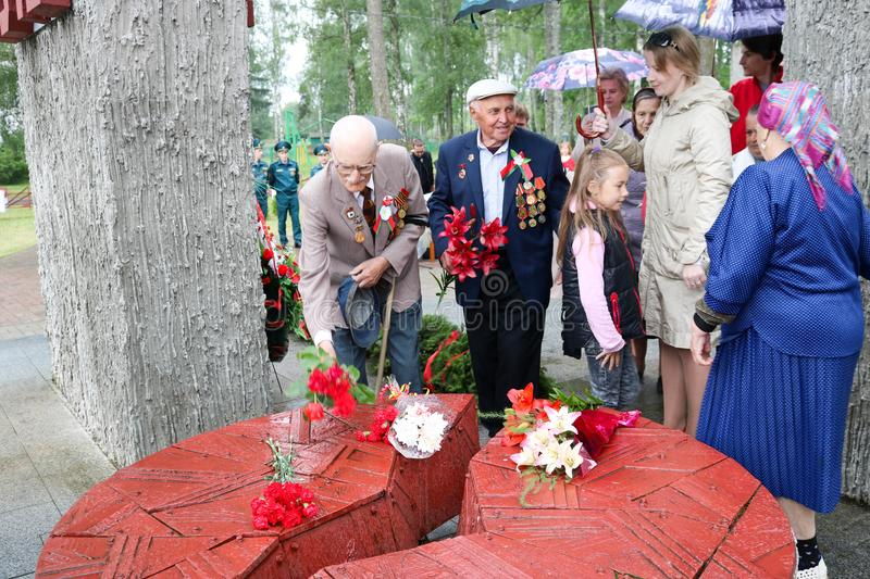 Old man grandfather veteran of World War II in medals and decorations puts cents Victory Day Moscow, Russia, 05.09.2018. Old man grandfather veteran of World War royalty free stock photos