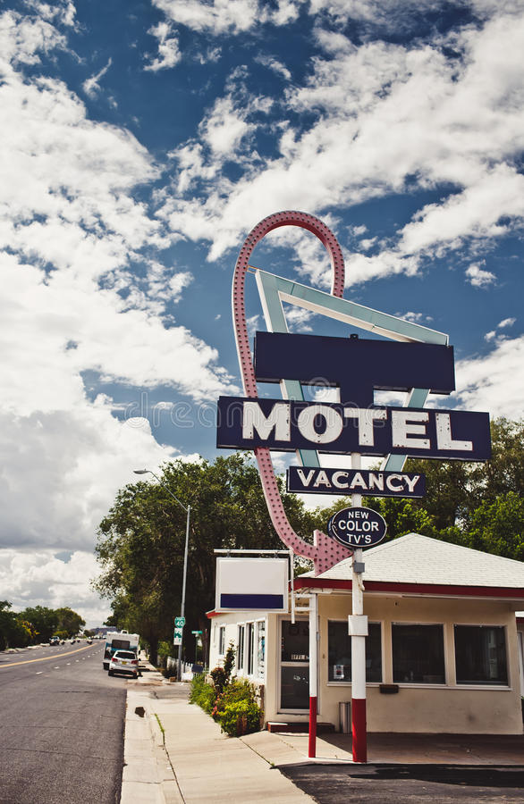 Free Old Motel Sign Royalty Free Stock Images - 31683729