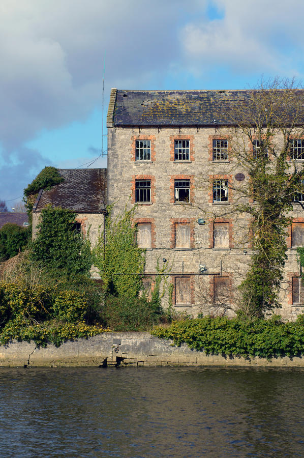 Free Old Overgrown Textile Mill Stock Photo - 31602090
