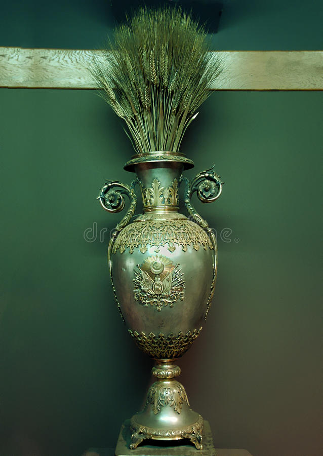 Old And Rare Oriental Bronse Vase Royalty Free Stock Images