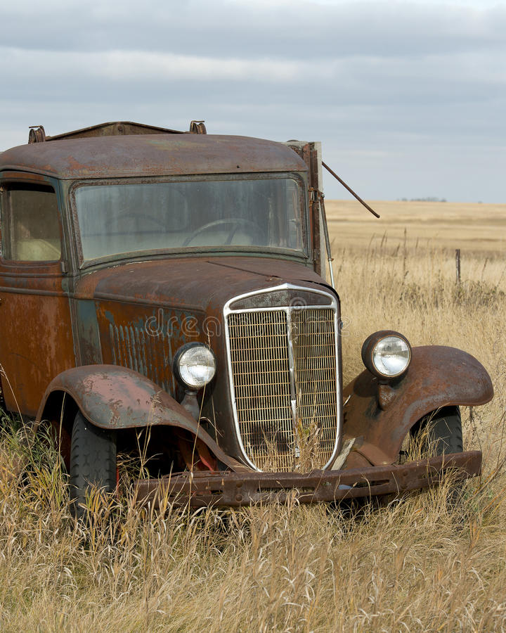 Free Old Rusty Grain Truck Royalty Free Stock Image - 36943936