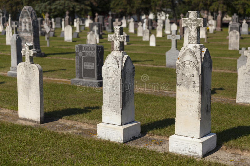 Download An Old Section Of A Small Town Graveyard During Daylight. Editorial Stock Image - Image: 32237234