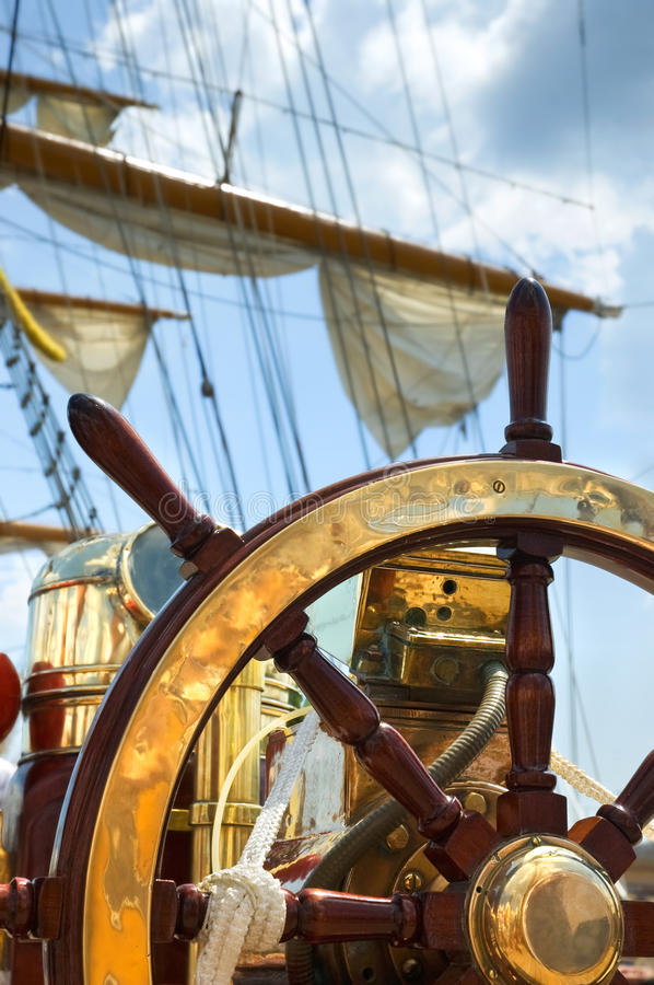 Free Old Ship Wheel Royalty Free Stock Images - 21953959